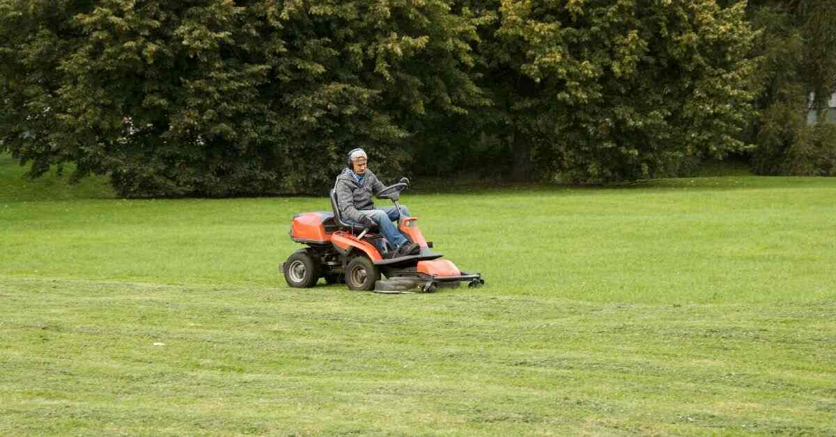 How to Drive a Riding Lawn Mower